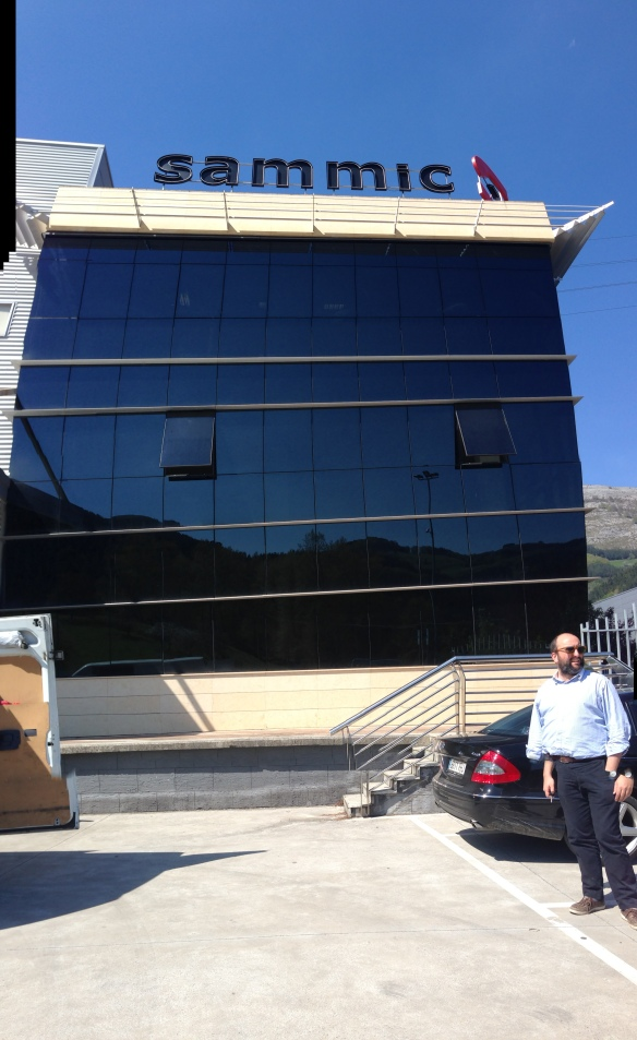 Andoni in front of the Sammic Headquarters!